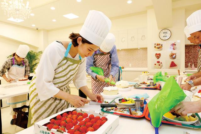 【兵庫・神戸・お菓子作り教室】季節の素材でケーキ作り!生デコレーションケーキ1個