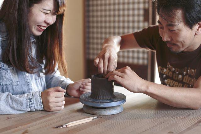 【岡山県・岡山市・手びねり】現役備前焼作家が指導!備前焼陶芸体験とランチのセット