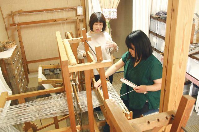 【奈良・斑鳩・機織り体験】手紡ぎ糸で織物を作ろう!昔ながらの本格機織り(1個)