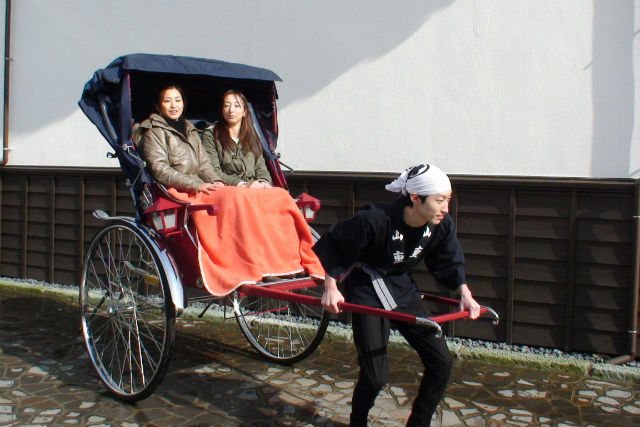 【新潟・加茂・人力車】人力車で巡る北越の小京都。山重の味を味わうヤマカフェランチプラン