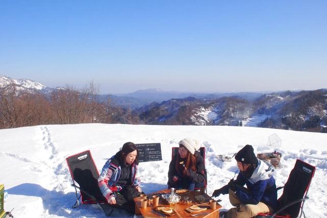 【新潟・十日町・スノーシュー】雪上デイキャンプ!メープルシロップ狩り&米粉パンケーキ
