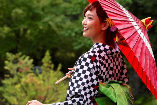 【2.5%還元】【石川・金沢・着物レンタル】金沢散歩を華のある着物で楽しもう!花恋かれんプラン【1名から予約可能】