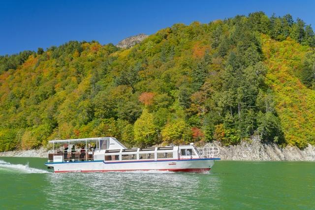 【2.5%還元】【富山・立山・遊覧船】日本最高所の湖でクルーズを堪能!黒部湖遊覧船「ガルベ」【1名から予約可能】