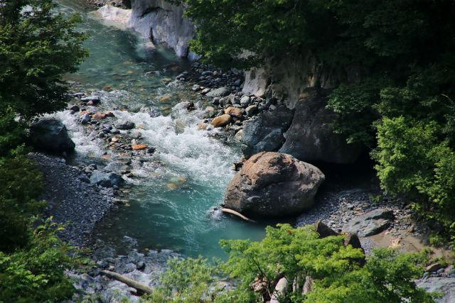 【新潟・糸魚川・観光タクシー】糸魚川の魅力をガイドが同乗してご案内!ヒスイ探しorヒスイと真柏のふるさと2時間半コース!