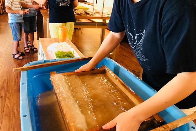 【新潟・長岡・紙漉き体験】雪国伝統の和紙作りにチャレンジ!本格紙漉き体験(5枚)