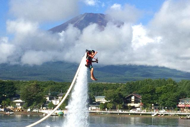 【山梨・山中湖・マリンスポーツ】水圧で空中を飛ぶ!人気の3種から選べるお得パック
