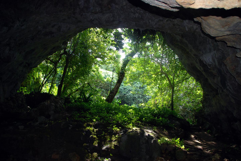【2.5%還元】【沖縄・久米島・洞窟探検】久米島の自然と歴史を体感できる!ヤジヤーガマ洞窟体験【1名から予約可能】