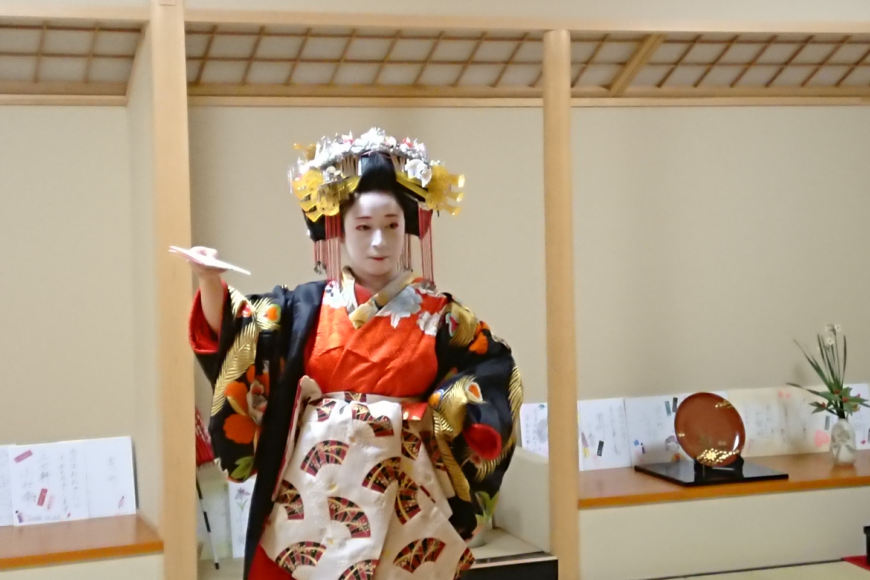 【京都市・伝統芸能】お座敷遊びを体験。花街太夫の舞を鑑賞しよう