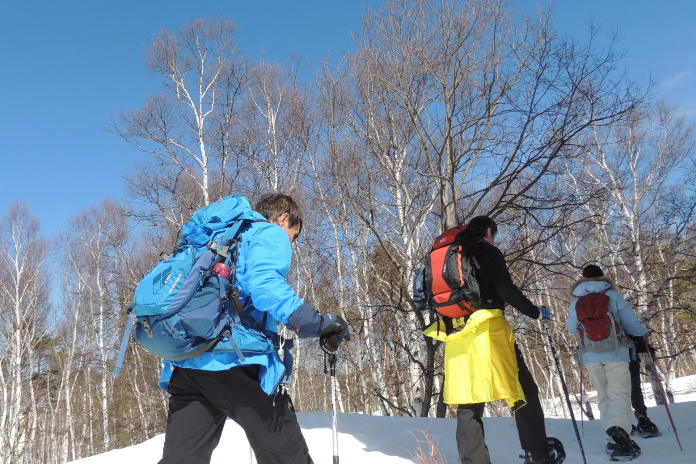 【長野・須坂市・スノーシュー】サラサラのパウダースノーを歩く!広大な青空の下で気軽に雪原散歩