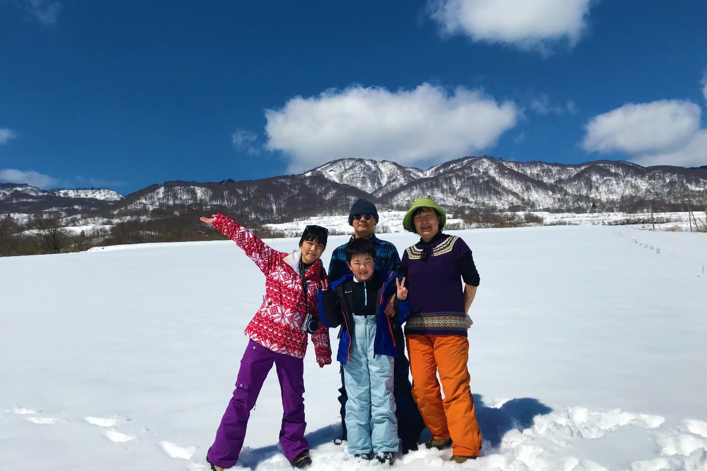 【長野・飯山・スノーシュー】雪の上を歩きまわろう!ぶなの森と大雪原スノーシュー