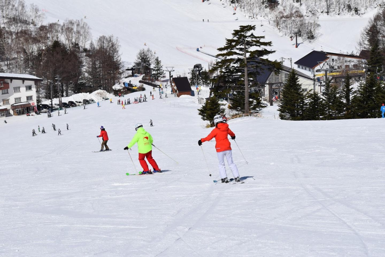 ホテルタキモト内スキースクール受付