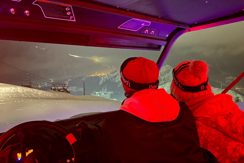 【新潟・湯沢・バギー】雪山の頂上から夜景を眺めよう!スノーナイトバギーツアー