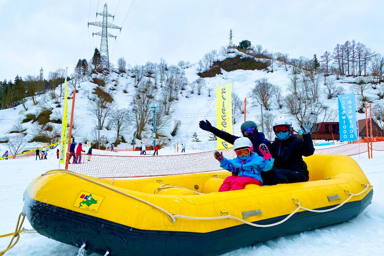 【新潟・湯沢・雪遊び】白銀世界でわいわい盛り上がる!スノーラフティング体験