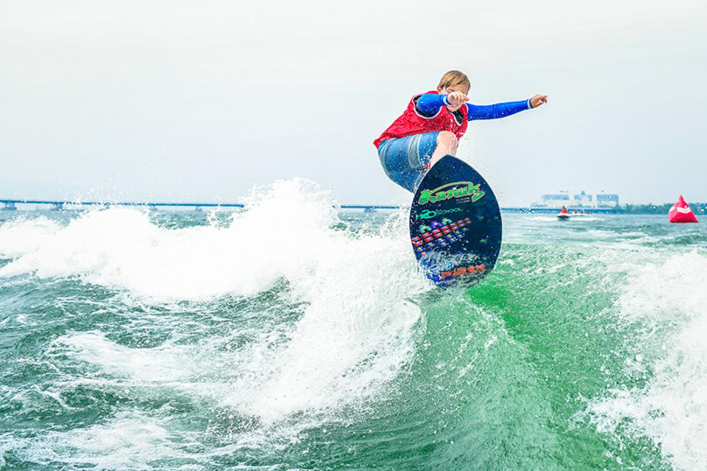 【新潟・長岡・ウェイクサーフィン】ボートで波を作る、ウェイクサーフィン体験コース