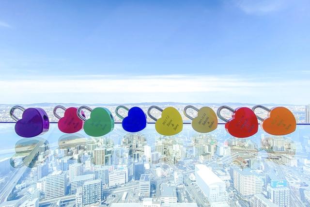 【推し活応援】WEB限定200円割引♪空中庭園入場券+全8色から選べるハートロック付プラン