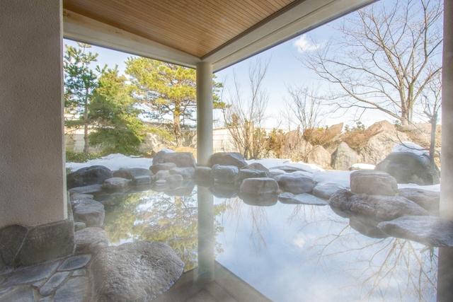 【富山・城端SA隣接】桜ヶ池クアガーデン 癒やしの温泉スパ+プール利用 お得なチケット